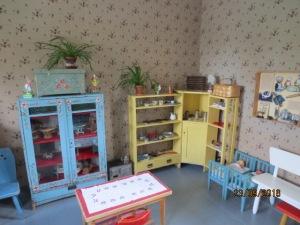 Esineistö on pääosin Porin suomalaisesta kansanlastentarhasta. Esineistö on museoikäistä mutta lasten leikittävissä.
