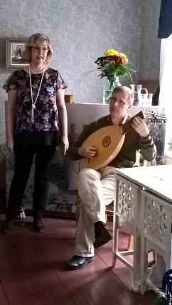 Renesanssiajan musiikkia esittivät päiväkodinjohtaja Kaisu Rantanen ja Markus Lindberg.
