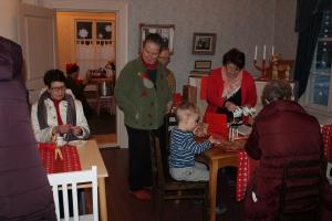 Arpajaisia oli kaupan ja voitot oli piilotettu houkutteleviin joulupaketteihin.